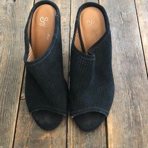 Seychelles Black Perforated Wedge Sandal - Size 6
